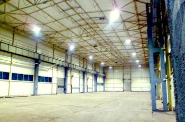 Oświetlenie hali produkcyjnej
