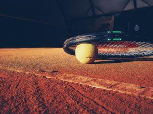 Lampy nakorcie tenisowym
