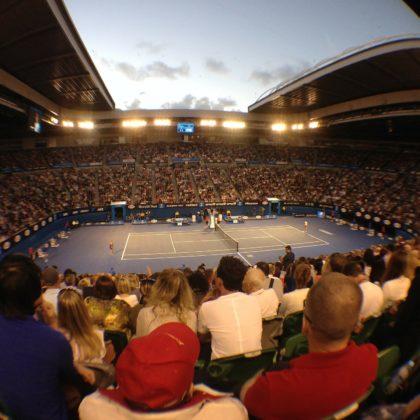 Oświetlenie LED zapewniające komfort gry w tenisa